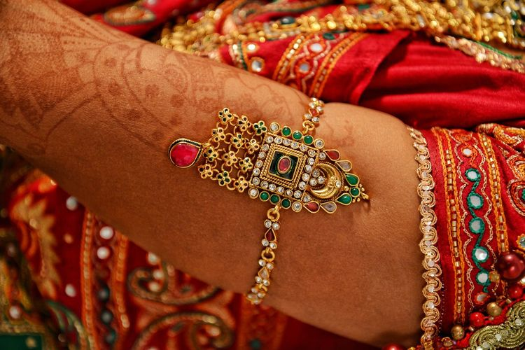 Marriage photoshoot Bride Human Hand Wedding Dress Beauty Pattern Wedding Life Events Fashion Wedding Ceremony Cultures Henna Tattoo Bangle Indian Culture  Traditional Ceremony Jewelry Hinduism Sari Bracelet Gemstone  Personal Accessory Diamond - Gemstone Tattooing Embroidery