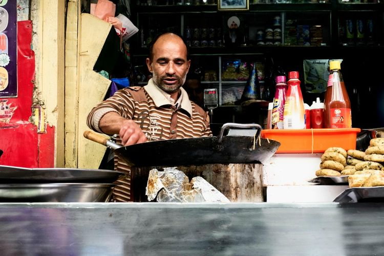 Frying breakfast. Open Edit India ASIA People Streetphotography Street Photography EyeEm Gallery Light And Shadow Portrait Color Portrait People Photography VSCO Street Portrait Shootermag Colors Travel Eating Out Food And Drink