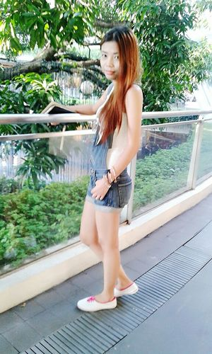 Hello World That's Me Ootd Side View Denim Jumpsuit Denim Shorts Casual Look Casualstyle Casual Clothing Simple Beauty Simplicity Simply Me Fashion&love&beauty Smart Simplicity