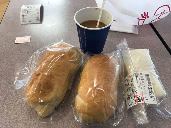 塩パンとカツサンド