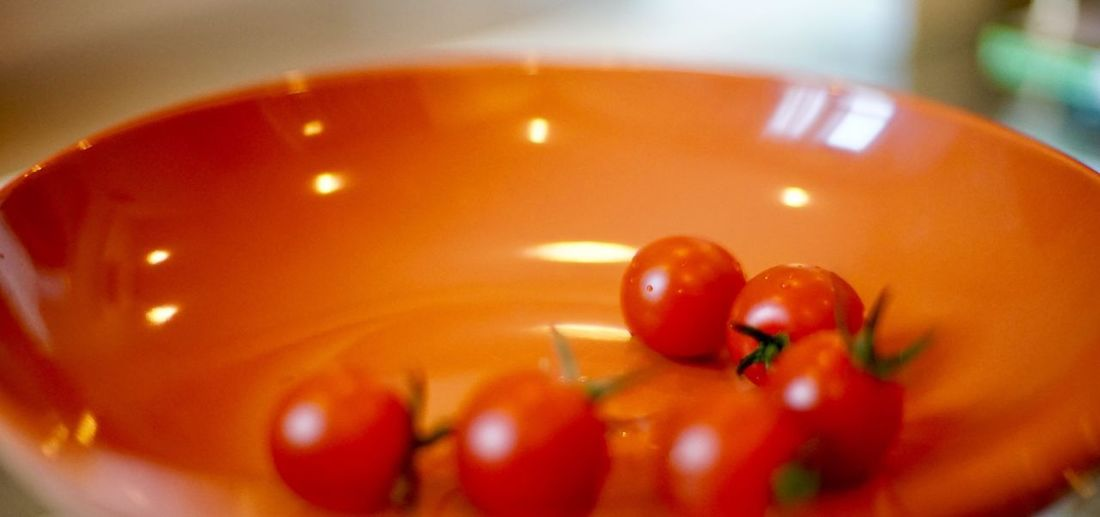 Close up baby tomato Food Food And Drink Red Fruit Close-up Healthy Eating Tomato Indoors  Freshness Vegetable No People Bowl Selective Focus Wellbeing Plate Still Life Group Of Objects Candle Focus On Foreground Cherry