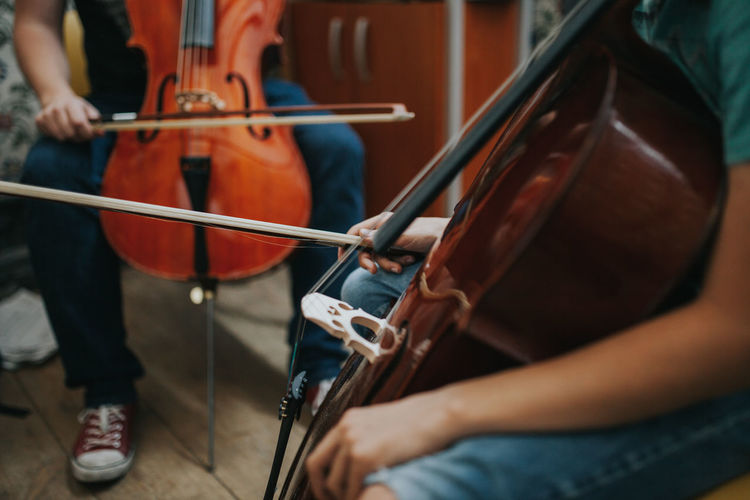 Music Artist Arts Culture And Entertainment Bow - Musical Equipment Cellist Cello Classes Leisure Activity Midsection Music Musical Equipment Musical Instrument Musician Performance Playing Real People String Instrument Violin Analogue Sound