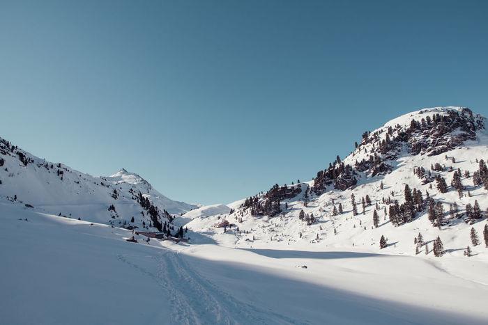 ski touring at schafsiedel near bamberger Hütte Aleitenspitze Bamberger Hütte Baumgartgeier Hütte Landscape Morning Sun Mountain Negative Space Schafsiedel Ski Ski Touring Skitour Skitouring Sky And Clouds Snow Sport Touring Tristkopf Winter