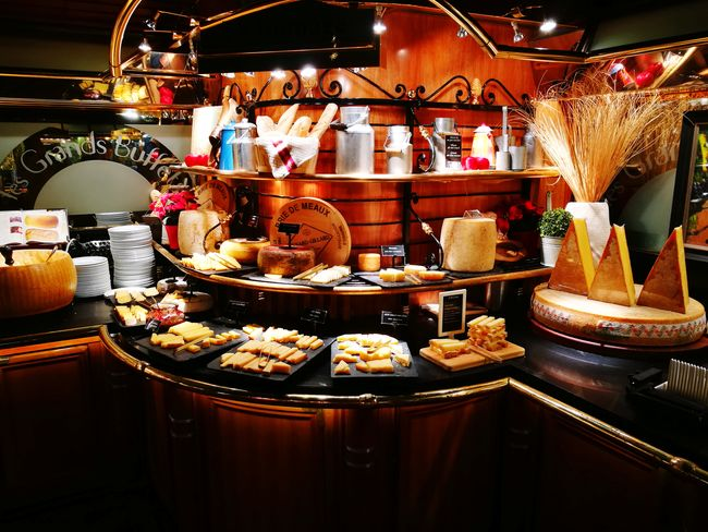 le grand buffet, la gastronomie française à volonté,juste sa 45 fromages 😋 Fromage French Sud-ouest Food And Drink Plate Indoors  No People Unhealthy Eating Buffet Day