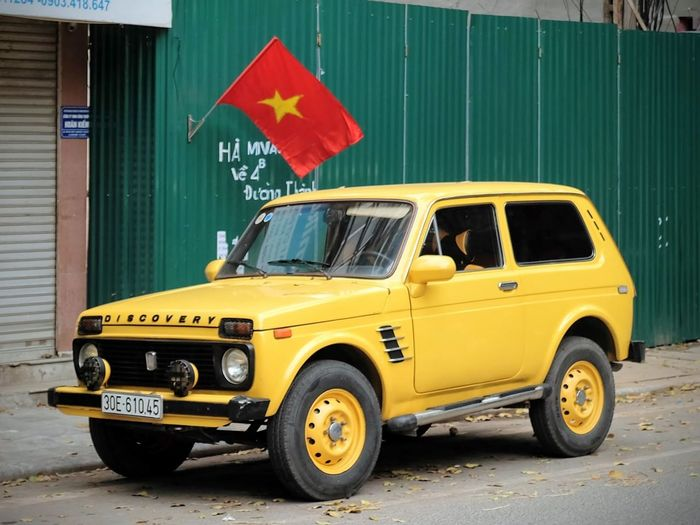 4x4 Land Rover Travel Photography Viet Nam Vietnam Car Discovery Flag Hanoi Land Vehicle No People Transportation Vehicle Vietnam Trip Yellow Yellow Car
