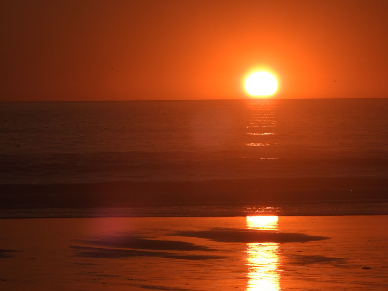sunset, sun, sea, orange color, reflection, beauty in nature, nature, water, scenics, idyllic, tranquility, beach, tranquil scene, sky, waterfront, sunlight, horizon over water, summer, silhouette, horizon, no people, outdoors, landscape