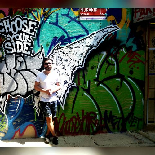 Hanging Out Check This Out Hi! That's Me Hello World Taking Photos Graffiti Today's Hot Look Handsome Streetphotography