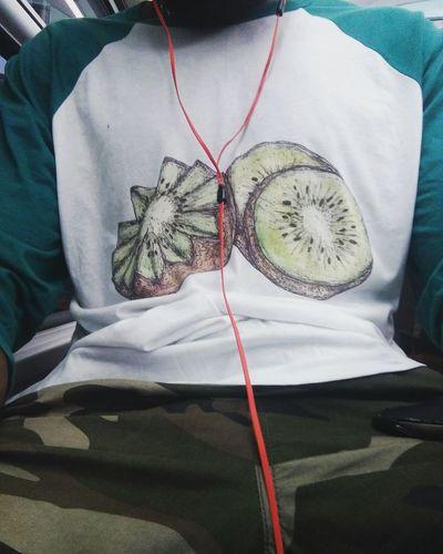 Im on my kee-oui thing 😃 a blink to my friend who did that t-shirt for me Indoors  Person EyeEm EyeEm Gallery Eyeemphotography Eyeemphoto Mypointofview Taking Photos Walkingthroughparis City Life Photagrapher Kiwipics Kiwi Kiwiboy Kiwifruit Kee-oui