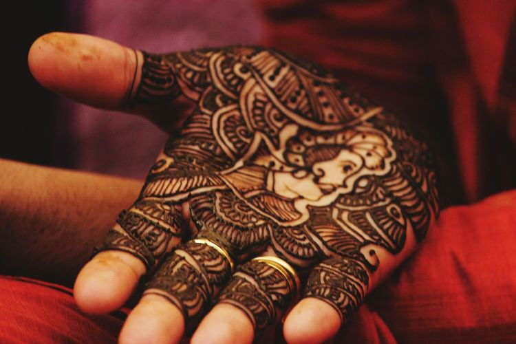 Hina Art Taking Photos Indian Wedding India Check This Out Hand In HandHanging Out Canon EOS 600D DSLR Light And Shadow Photography Wedding Around The World