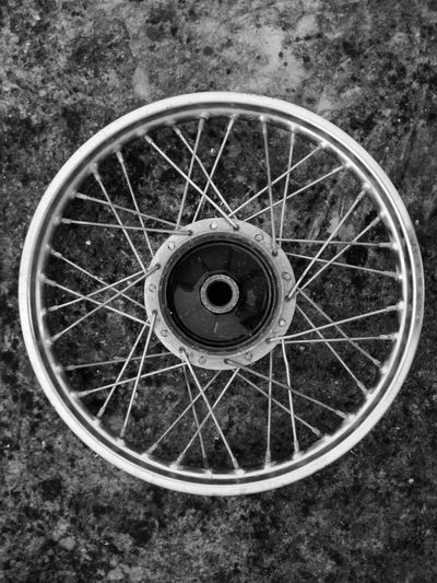 Circle Wheel High Angle View Transportation Tire Close-up Birdeye Birdeyeview Ring Monochrome Black And White Bw Mobography Smartphonephotography PhonePhotography Circle Sommergefühle EyeEmNewHere EyeEm Selects Rim Rims Bike Rims And Wheel Black And White Friday AI Now Visual Creativity