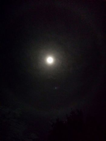 The moon now surrounded by a circel of clouds Moon Moon Shots Skyviewers Check This Out Lights Capture The Moment
