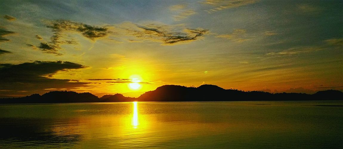 sunrise in the morning +landscape Naturelovers Landscapenature Water Nature Reflection Sun Beauty In Nature Cloud - Sky Yellow Lake Sky Day Outdoors Silhouette Orange Color Sea