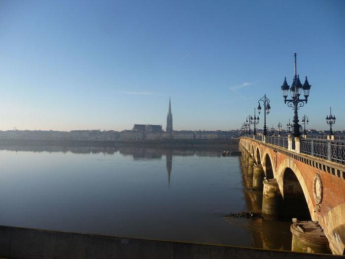 Pont de pierre over garonne river