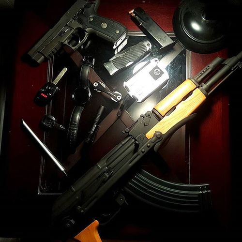 🎶Ak on my nightstand🎶 lol Anybody have AK's on their nightstand? AK47 Sigsauer Guns 2ndamendment Centuryarms Firearms Siglegion P226 Samsung Trayvax Streamlight EDC 9mm Keysmart Gunporn LATEnightPost Gunrights Kalashnikov Ar15 Pocketdump Concealedcarry Kydex Tula Tulammo Nra semiauto pistol reload legionseries