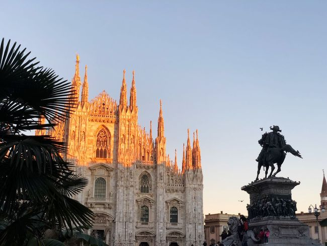 Art Beauty Architecture Exterior Travel Destinations Sunlight Duomo Di Milano Duomo Sky Architecture Representation Art And Craft Built Structure Human Representation Sculpture Statue Travel Destinations Nature Travel Creativity Clear Sky Building Exterior Tourism The Past Male Likeness History Low Angle View No People