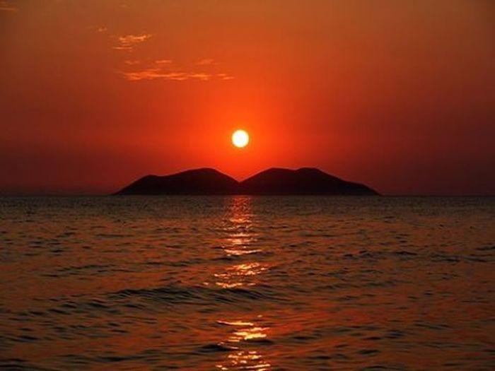 Vlore Albania Shqiperia Ishullisazanit Isola Island Sunset Perendim Tramonto Det Mare Infuocato Sole Sun