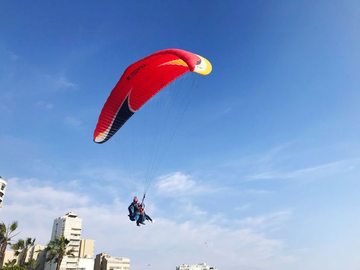 Adventure Mid-air Leisure Activity Extreme Sports Real People Low Angle View Parachute Lifestyles Flying Unrecognizable Person RISK Day Skydiving Sky Outdoors Sport Paragliding One Person Men Nature EyeEmNewHere