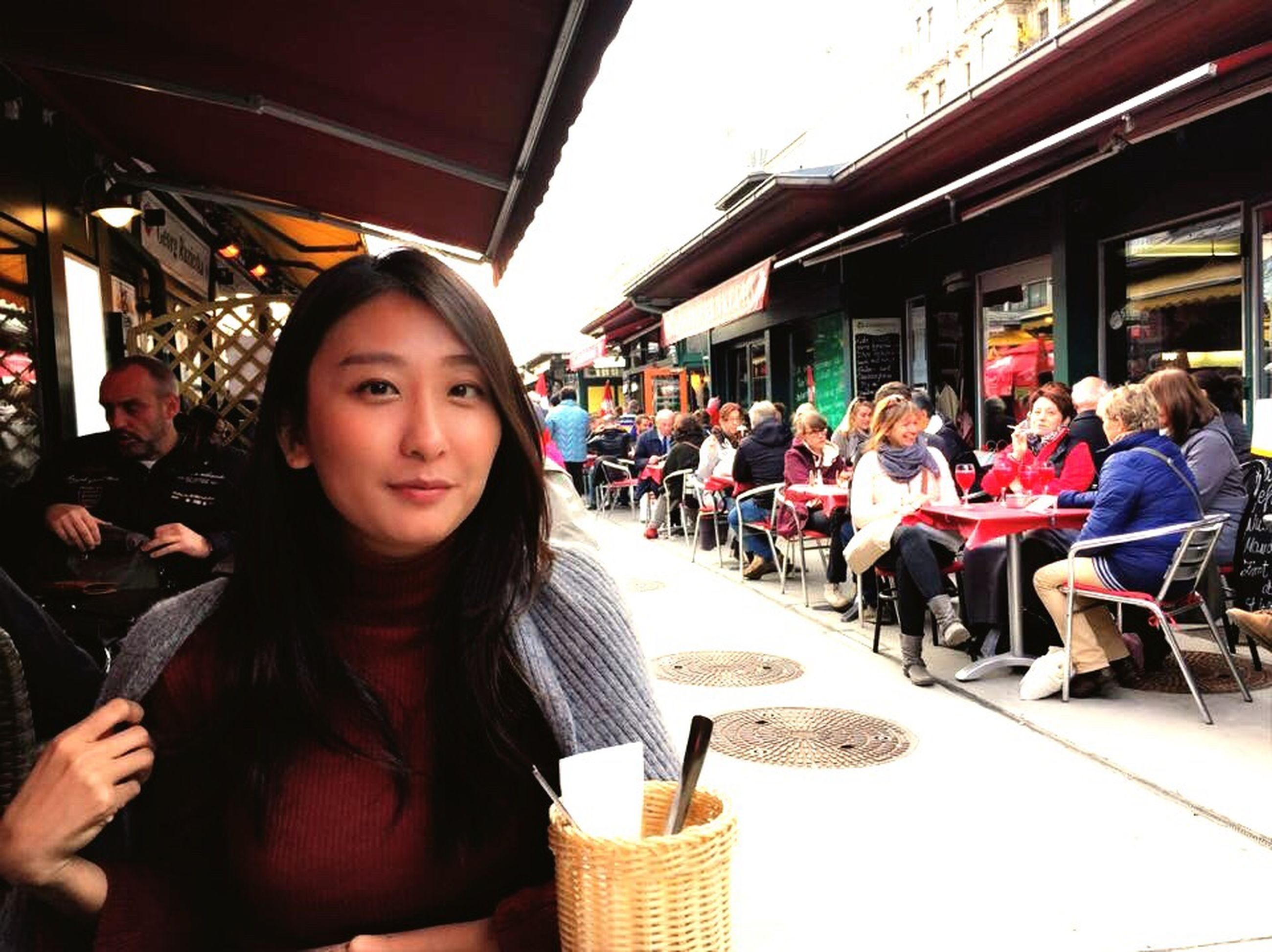 lifestyles, leisure activity, casual clothing, person, portrait, sitting, young women, happiness, young adult, looking at camera, restaurant, togetherness, smiling, large group of people, food and drink, enjoyment, incidental people, front view