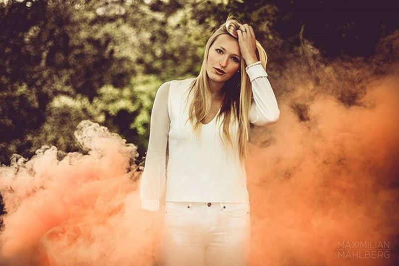 Shooting with @kethekatie Naturallight Availablelight Outdoor Canon 50mm frankfurt fotography smoke bomb modelpotential blonde pinkclouds