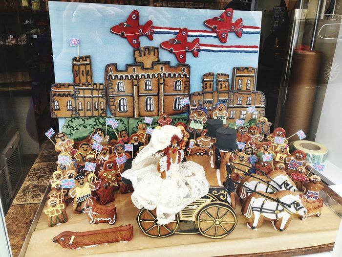 Royal Wedding Gingerbreads Cakes Gingerbread Men Royal Wedding Toy Art And Craft Creativity Representation Christmas Retail  Human Representation