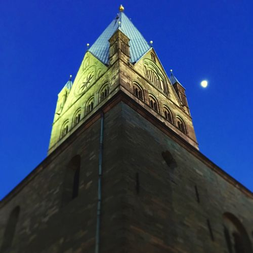 St. Patrokli Dom in Soest zur blauen Stunde 🤗 Fernsehen Lokalzeit Wdr NRW Soest Architecture Low Angle View Built Structure Building Exterior Tower Religion Spirituality Blue Sky Clear Sky No People Dome Moon History Clock Tower Colour Your Horizn