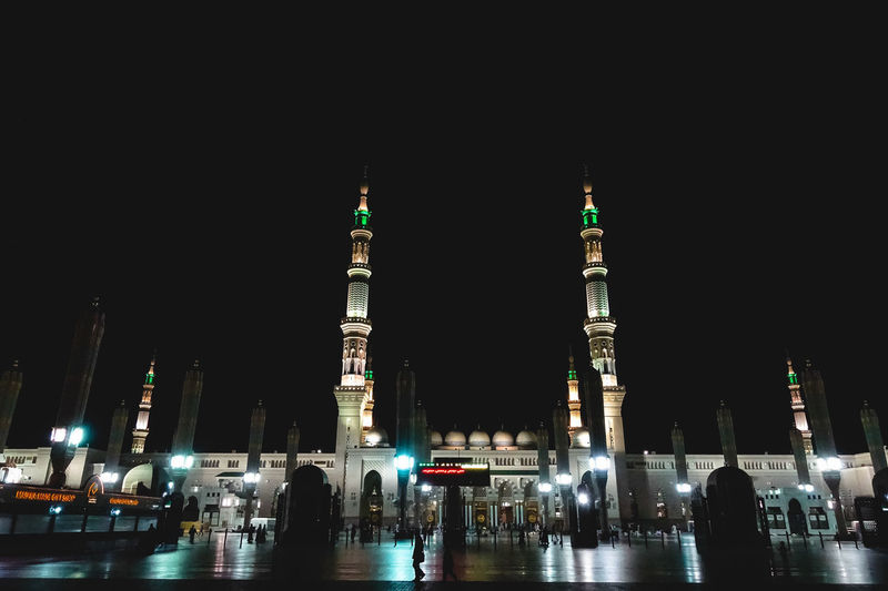 Architecture Masjidil Nabawi Madinah Adult Architecture Building Exterior Built Structure City City Life Clear Sky Green Dome Illuminated Islamic Architecture Large Group Of People Leisure Activity Lifestyles Men Mosque Night Outdoors People Real People Sky Tourism Travel Travel Destinations Vacations Women