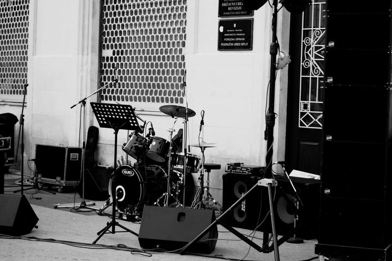Gig Architecture Music Equipment Microphone No People Musical Instrument Arts Culture And Entertainment Built Structure Wall - Building Feature Musical Equipment EyeEm Selects Studio Cable Day Technology Building Exterior Absence Input Device Sunlight Recording Studio Stage Garage