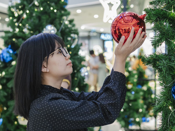 Female Holding Decoration Christmas Tree One Person Real People Focus On Foreground Tree Decoration Lifestyles Plant Women Headshot Christmas christmas tree Portrait Leisure Activity Young Women Holiday Celebration Young Adult Holding Looking Christmas Ornament Hairstyle Outdoors Warm Clothing EyeEmNewHere