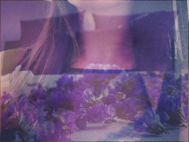 -Volveré a tener los ojos verdes? Y esa sensación del helio en el pecho que me hacía levitar? «« Microhistorias »» 🎶 Suena: Always in my head. Coldplay Bedroom Dormitorio Double Exposure Flowers Collection Tesis99 Doble Exposición Violet Flowers Flowers Flores Tesis99 Microhistoriastesis99 Feel Sentir Emociones Emotions Bed Cama Self Portrait Hombros Shoulders Hair Always In My Head Coldplay Uniqueness The Portraitist - 2017 EyeEm Awards