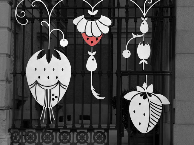 Decoration Gate Metal Work OpenEdit Ornament Selective Colour Strawberries Streetphotography Urbanphotography