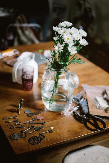 Keys by vase on table