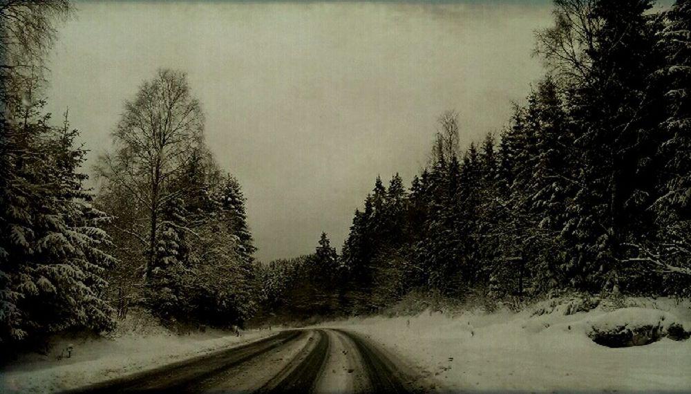 Love To Take Photos ❤ Blackandwhite Photography EyeEm Nature Lover Htcphotography HTC_photography Streetphotography Snowstreet Snow Streetphoto_bw Snow ❄