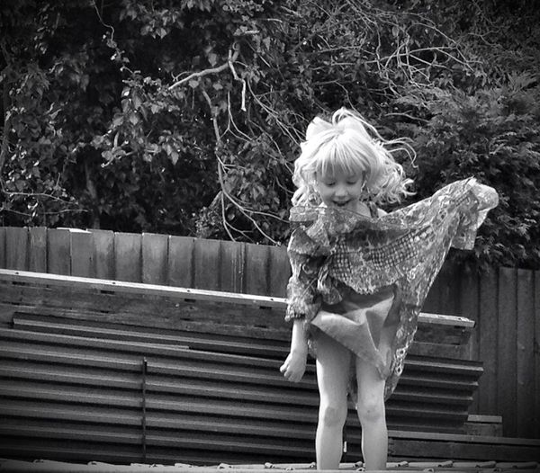 Fun On The Trampoline Wohnglück Fun In The Garden Enjoying Life Black And White