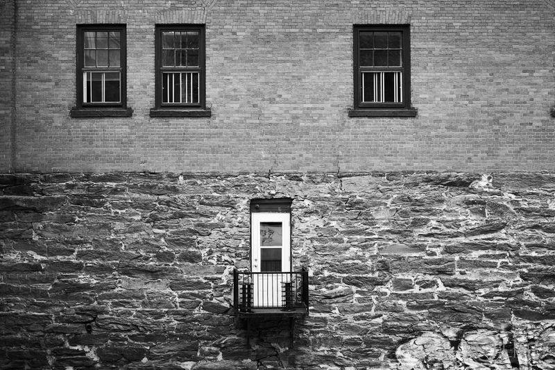 Balcon avec vue Promenade de la gorge, Sherbrooke QC. Fujifilm X-T2, ACROS, Capture One Pro 2017 AcroS Architecture Building Exterior Capture One Pro Door Fujifilm No People Olney Photo De Rue Sherbrooke Streetphotography Urban Window Xt2