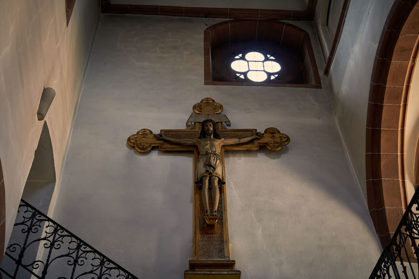 Aschaffenburg Stiftsbasilika Cross Crucifix Religion Place Of Worship Church Jesus Christ Spirituality Statue Sculpture Close-up Melancholy Shootermag Atmospheric Mood Single Light Source Historic Faith Mood Bavaria Architecture Arch Lucky's Colors Light And Shadow Tranquility Silence Window