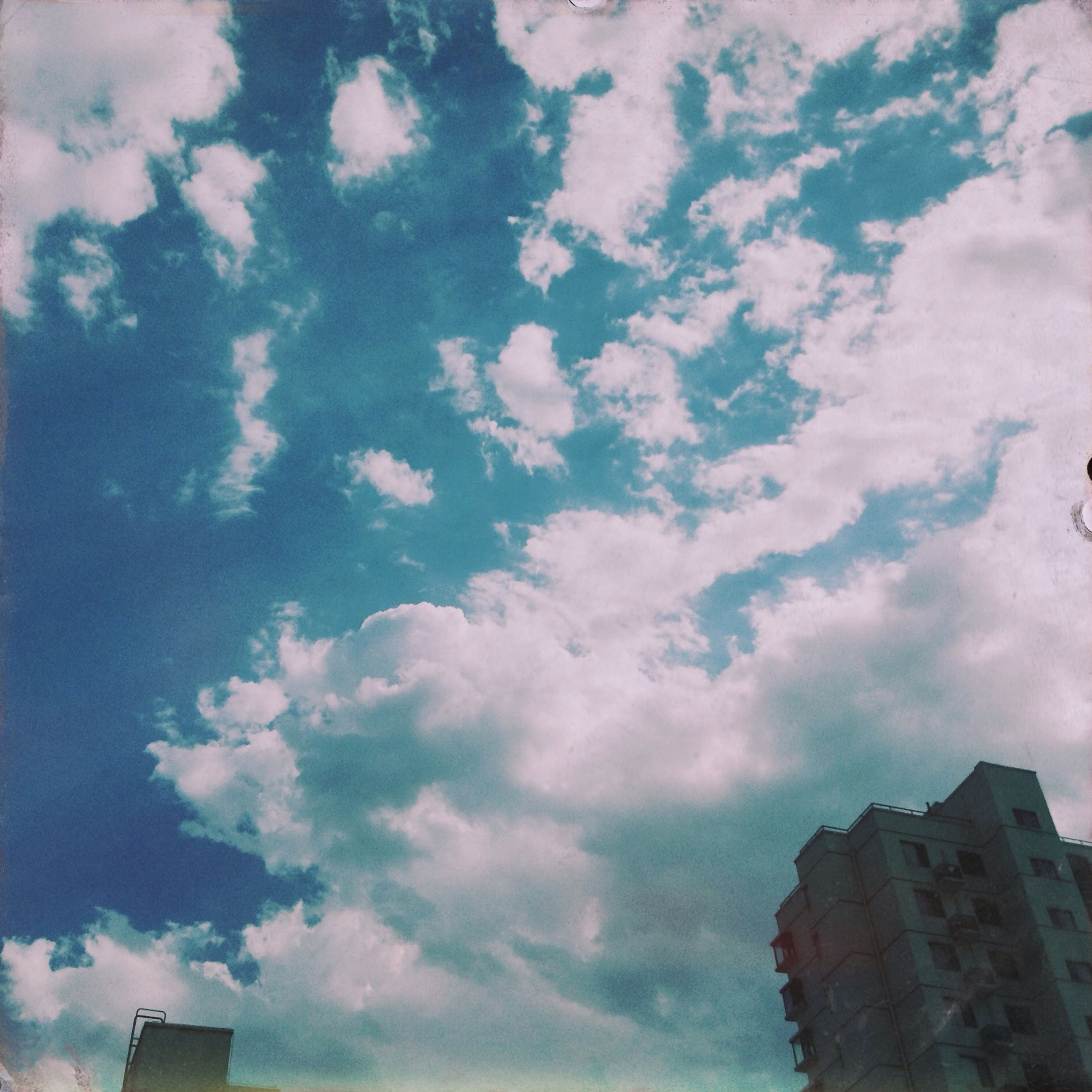 low angle view, architecture, building exterior, built structure, sky, cloud - sky, cloudy, building, cloud, high section, outdoors, day, no people, weather, city, residential building, nature, residential structure, house, overcast
