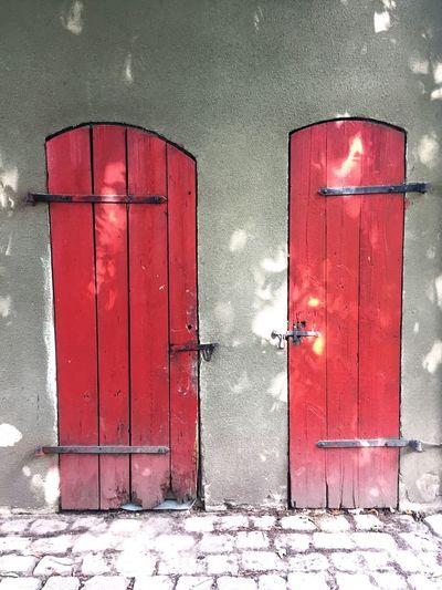 Doors Red Red Door Red Doors Doorporn Door Doorway DoorsAndWindowsProject Doors Lover Two Old Door Old Doors Twins Choice Same Same But Different Choose Which Way To Go? Doorsworldwide Two Doors Tür Türen Rot Red Color Bricks Building Exterior