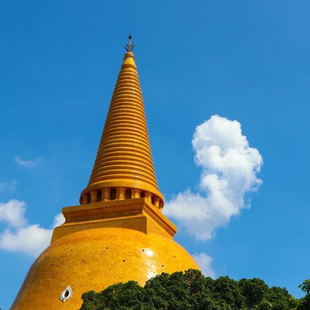 Religion Architecture Beauty Gold Gold Colored Arrival Statue History Travel Travel Destinations Pagoda Arts Culture And Entertainment Spirituality Business Finance And Industry Fashion Blue Tourism Monument Ancient Shrine Temple Pagoda Pagodentempel Prapathomchedi