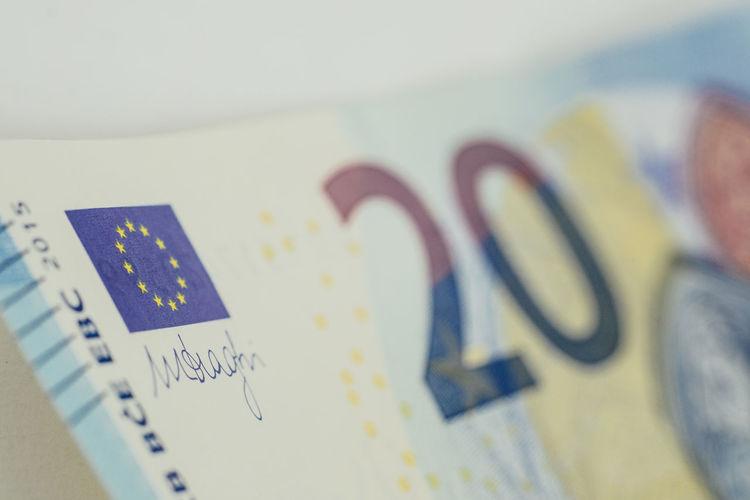 EUR Bill Close-up Day Europe Geld Indoors  Money No People Scheine Selective Focus Technology Währung