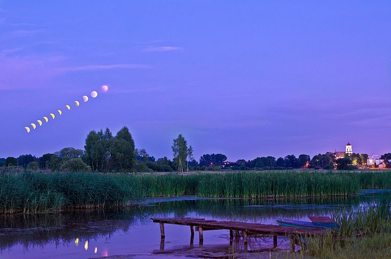Moon eclipse/zaćmienie księżyca. Moon Bart_photography Zdjecie Photo Tło Backgrounds Background Background Photography Polishsky Sky Skylovers Sky_collection Moonlight Moonphotography Eclipse Blue Green Lake View Nature Galaxy Water Flower Astronomy Lake Reflection Moon Purple Space Beauty