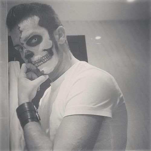 🎃💀The beasts are prepared to leave their Graves... happy Halloween! Halloween Skulls Skellington Mrcreepy Famousmonsters Halloweennight