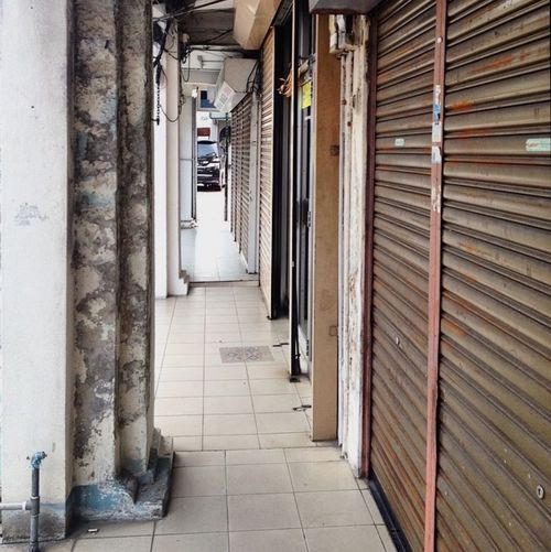 Malaysia Penang Streetphotography Tunnel Vision Lines Roller Doors