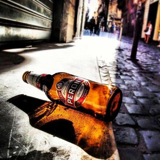 Na Peroni abbandonata ai decumani Napoli Peronipernoi Peroniperterra Unaperoni Birraperoni Cuoreperoni Streetart Instabeer Naples Napolipix Napoli Vedinapoliepoimuori Ig_asti_ Ignapoli Peroni Visitnaples Beer Beers Bottle Bottlebeer
