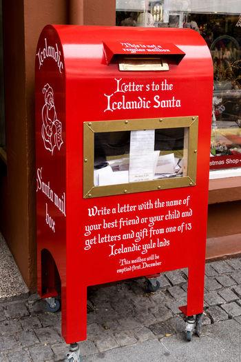 Couleurs de Reykjavík Boiteauxlettres Christmastime Iceland Mailbox Père Noël Reykjavik Santaclaus