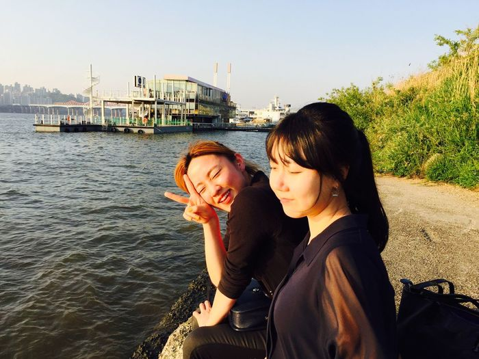 2015.05.16 Han's River Goodtime Love Sister Near The Water Wind Sunny☀ Close Eyes