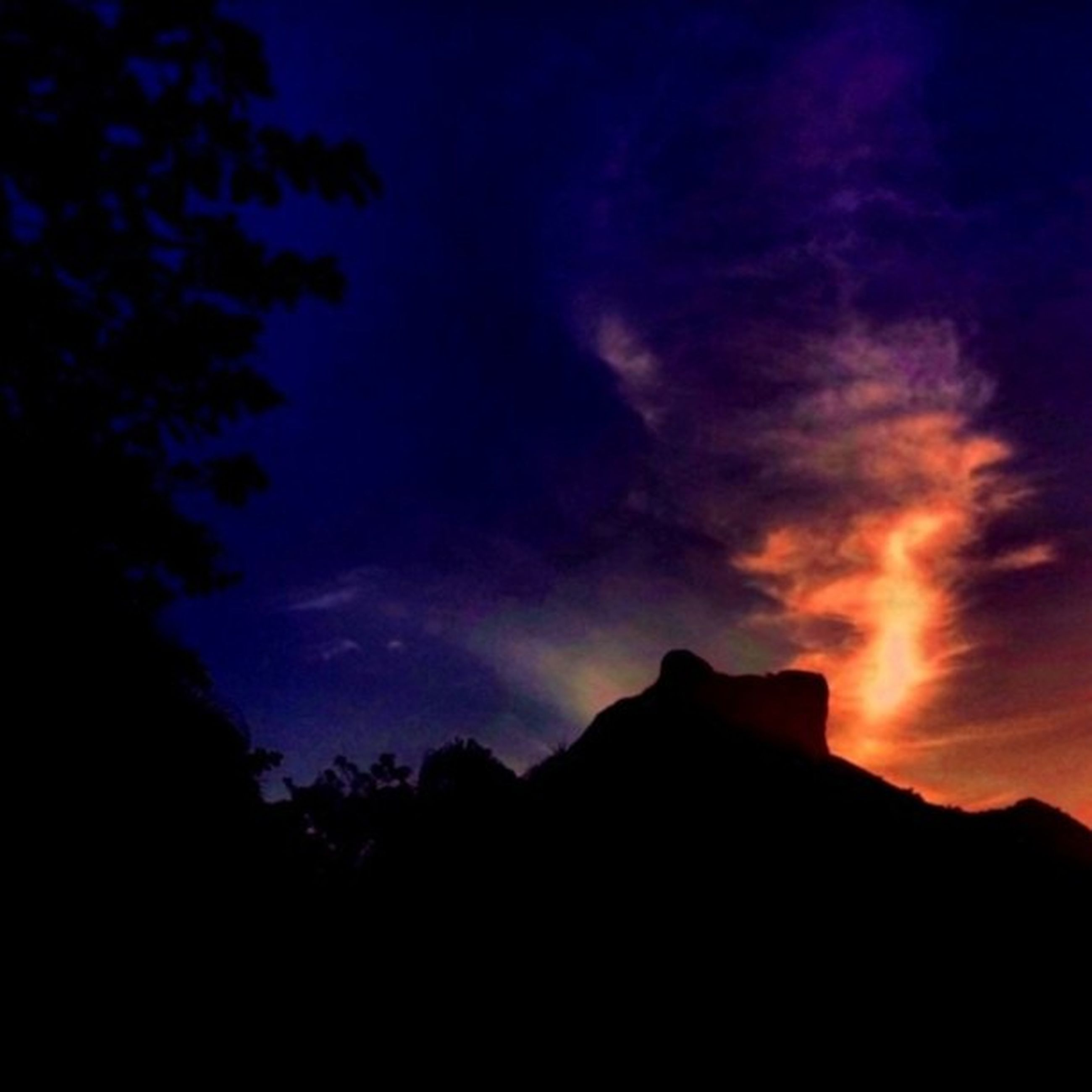 silhouette, sky, sunset, scenics, beauty in nature, cloud - sky, tranquil scene, tranquility, nature, mountain, dusk, tree, dramatic sky, cloud, cloudy, idyllic, low angle view, dark, outdoors, landscape
