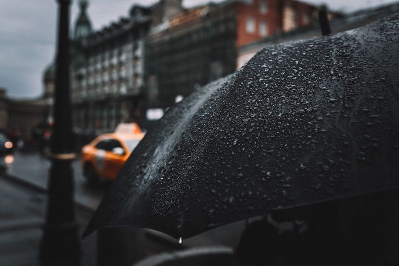 Car Motor Vehicle City Wet Transportation Mode Of Transportation Architecture Rainy Season Glass - Material Focus On Foreground Built Structure Street Incidental People Land Vehicle Rain Drop RainDrop Water Close-up Outdoors