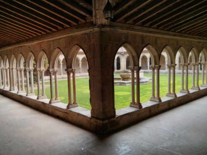 Abadía Symmetrical