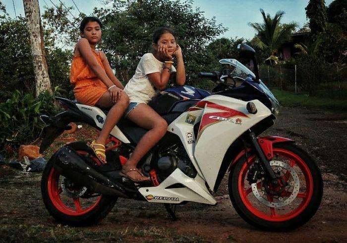 cbr250r CBR250 Rs125 Aprilia Honda Superbike Leisure Activity Biker Crash Helmet Adventure Friendship Mid Adult People Togetherness Young Adult Young Women Full Length Carefree Bonding