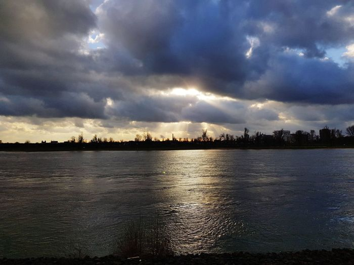 Hello again! I took this pic in #Düsseldorf at the #Rhein Winter Rhein Düsseldorf Cloud - Sky Reflection No People Sunset Water Sky Outdoors Nature Beauty In Nature Day
